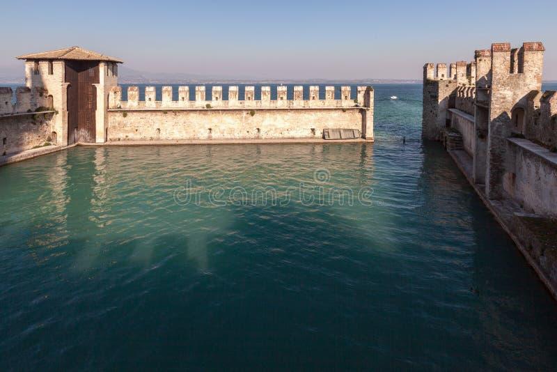 Scaliger城堡在西尔苗内,意大利 库存图片