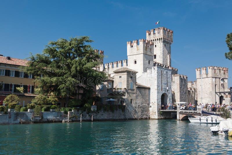 Scaliger城堡在Sirmione Garda湖-旅行目的地 免版税库存照片