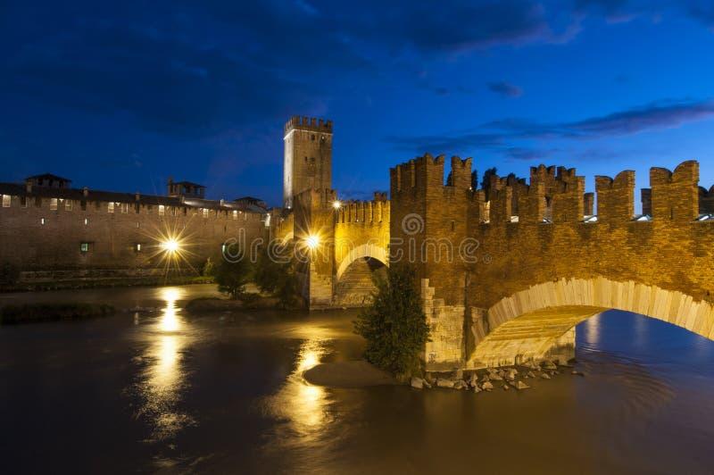 Scaliger桥梁在晚上维罗纳威尼托意大利欧洲 库存照片
