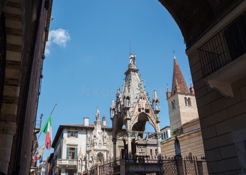 Scaligerarme Gothische Grabsteine der Vertreter der Familie Scaliger - Herrscher von Verona im XIII-XIV Jahrhundert. lizenzfreie stockfotos