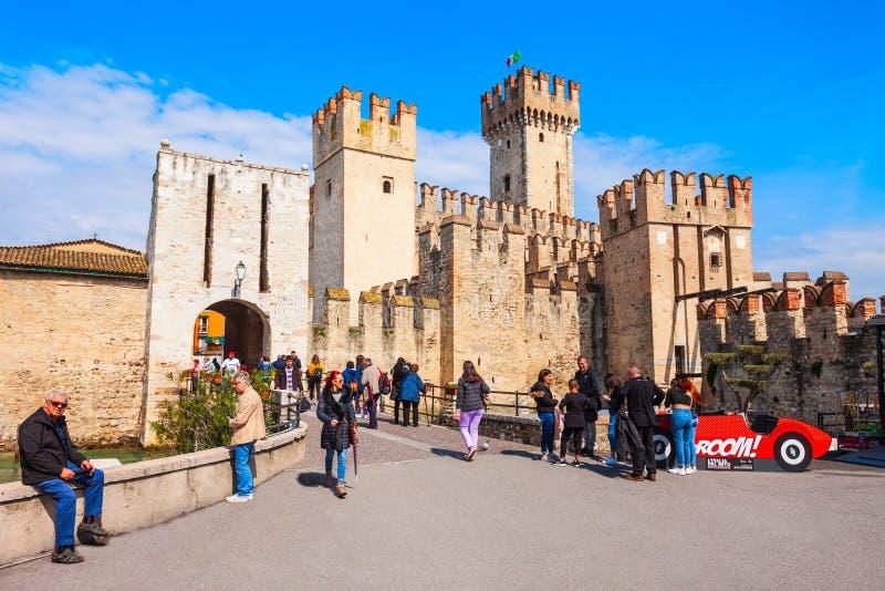 Scaligero城堡鸟瞰图,西尔苗内 库存图片