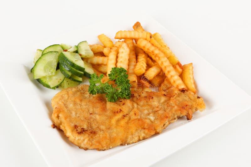 Scaloppina con le patate fritte immagine stock libera da diritti