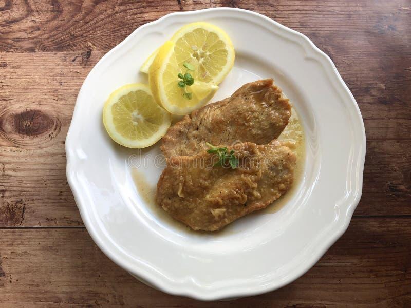 Scaloppineal limone Kalfsvlees escalope stock foto