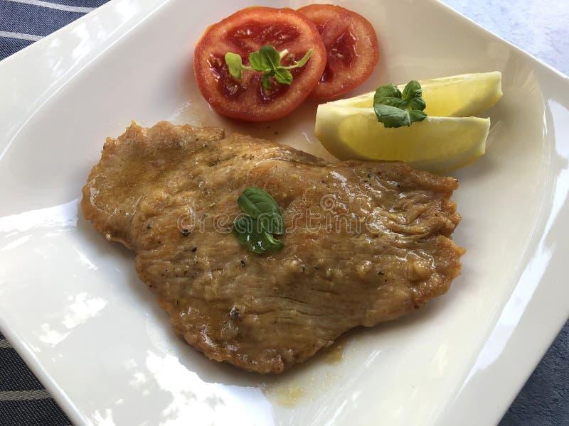 Scaloppineal limone Kalfsvlees escalope stock afbeeldingen