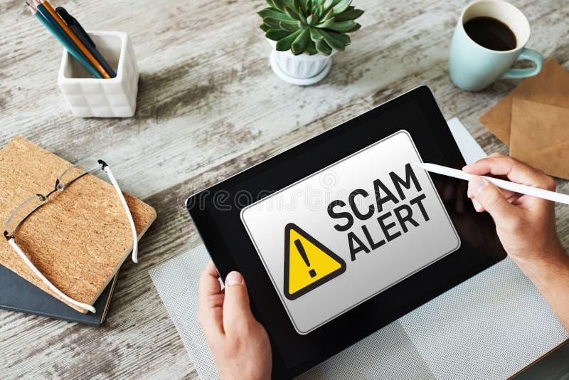 Scam varning som avkänner varning Meddelande på apparatskärmen arkivbilder