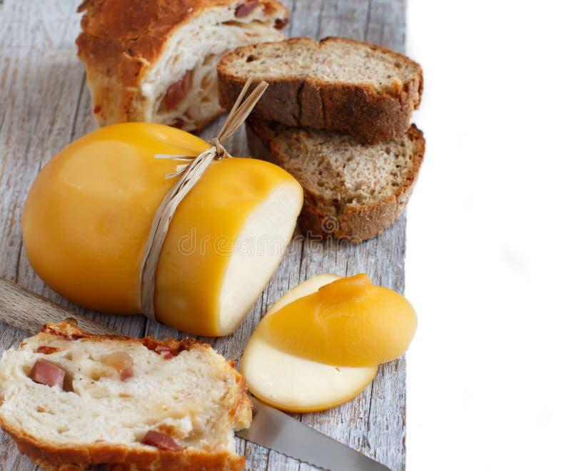 Scamorza, formaggio affumicato italiano tipico fotografia stock