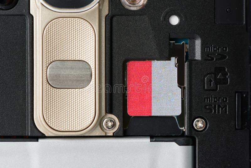 Scanalatura di memoria di deviazione standard sul retro dello smartphone fotografia stock