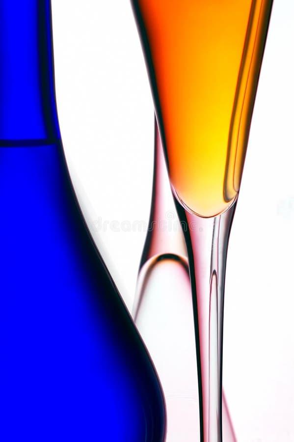 Scanalature di champagne e della bottiglia immagini stock libere da diritti