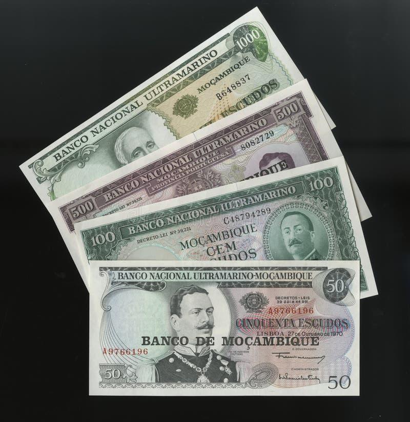 Scanarray 4 банкноты 50.100, 500 и 1000 Escudos центрального банка Мозамбика стоковое фото rf