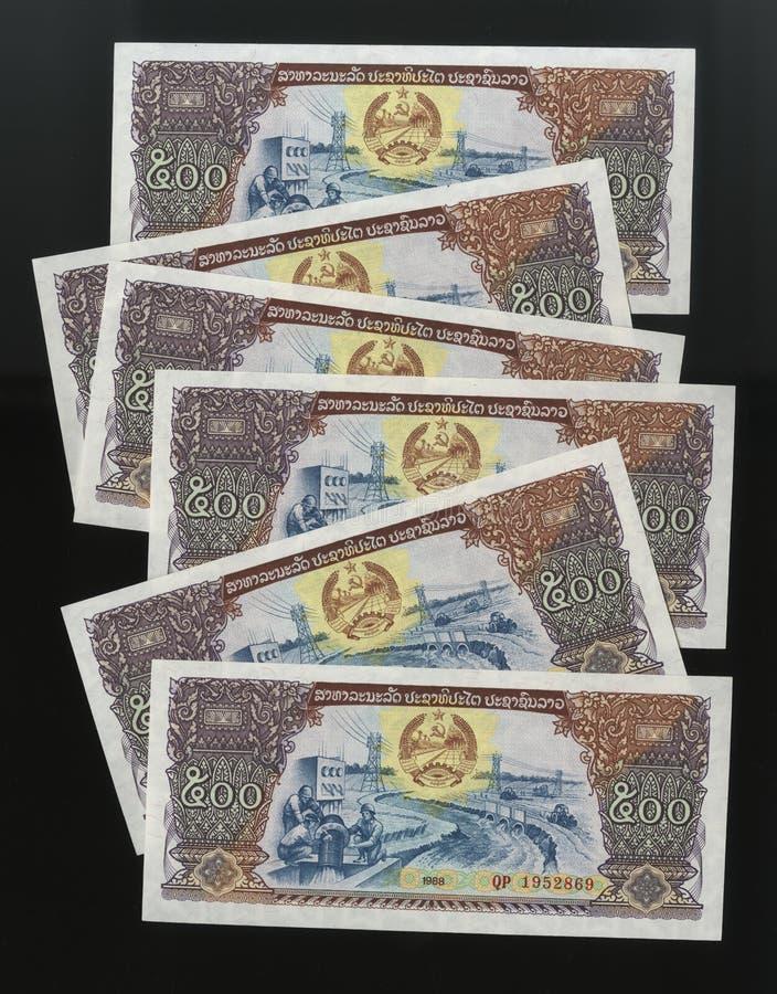 Scanarray cinco billetes de banco en nombramientos de 500 Kip fotos de archivo