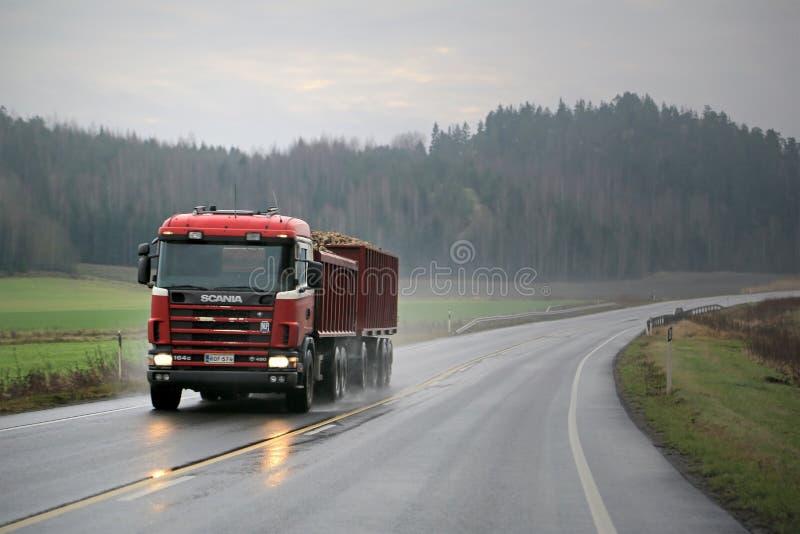 Scania 164G 480 Afstanden Sugar Beet van de Aanhangwagenvrachtwagen stock afbeelding