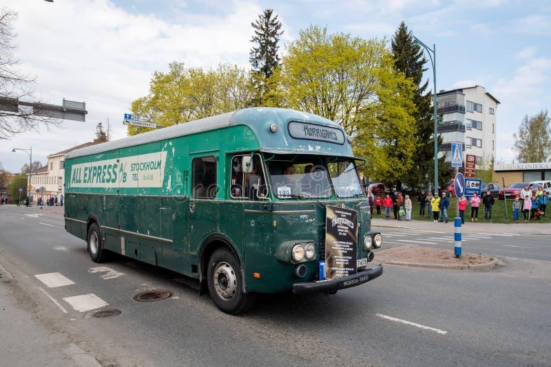 Scania Vabis en el primer del desfile de mayo en Sastamala fotografía de archivo libre de regalías