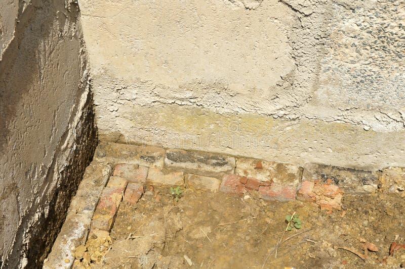 scantinato parete cruda sporca inizio di costruzione, fondamento fotografia stock
