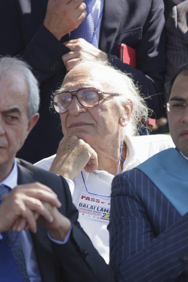 SCANZANO JONICO - MATERA - JUNI 25: Marco Pannella in Basilicata op 25 Juni 2012 ontvangen door de Stad van Vrede royalty-vrije stock afbeelding