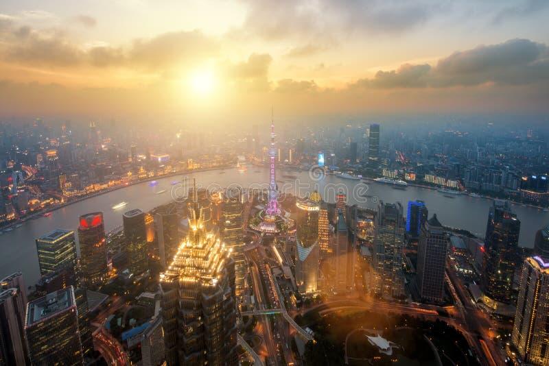 Scape города горизонта Шанхая, luajiazui Шанхая финансы и горизонт торговой зоны финансового района, Шанхай Китай ashurbanipal де стоковые изображения rf