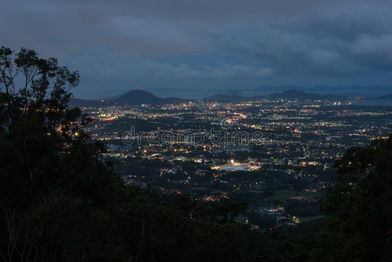 Scape города Пхукета на ноче стоковая фотография