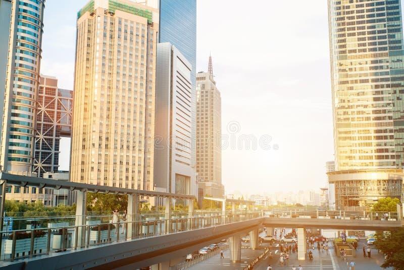 Scape города Шанхая во времени захода солнца Современная окружающая среда стоковая фотография rf