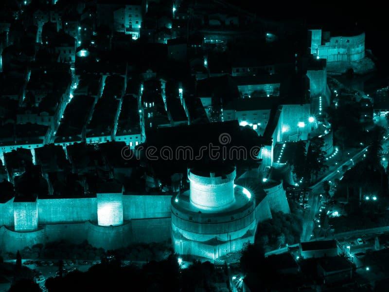 Scape ночи городка Дубровника старое стоковые изображения rf