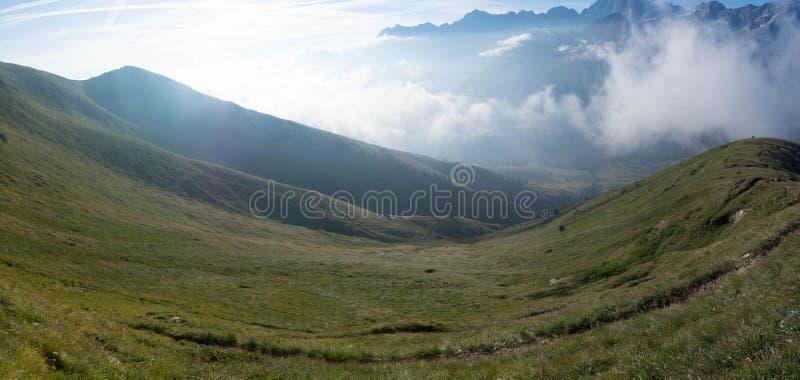 Scape alpino impressionante durante trekking, uma vista tão grande imagem de stock