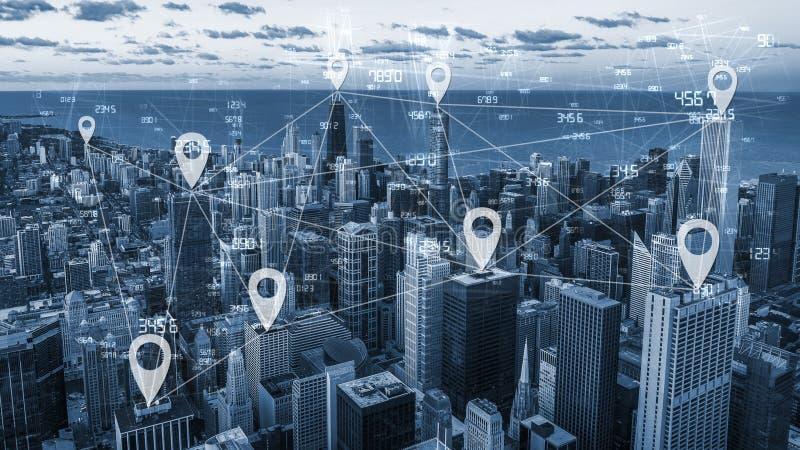 Scape da cidade do tom e conexão de rede azuis imagens de stock