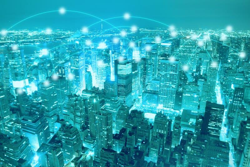 Scape da cidade e conceito espertos da conexão de rede imagem de stock royalty free