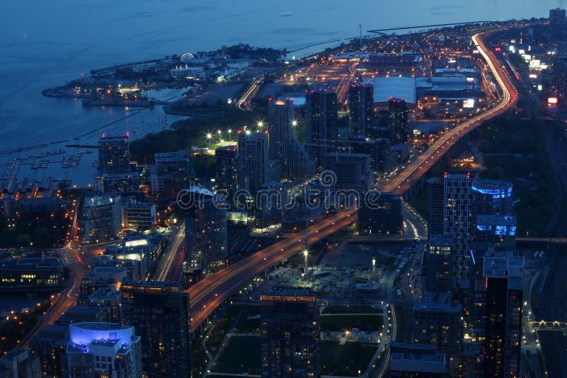 Scape da cidade na noite de Toronto, Canadá imagens de stock royalty free