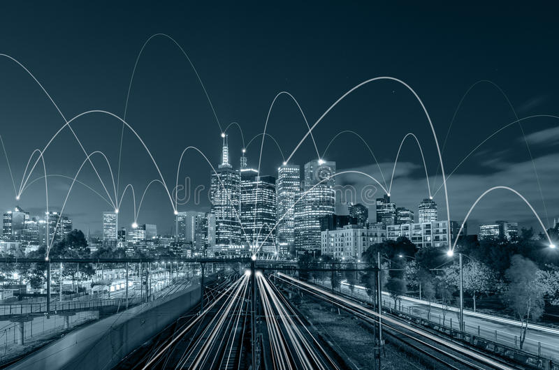 Scape de la ciudad del tono y concepto azules de la conexión de red fotos de archivo libres de regalías