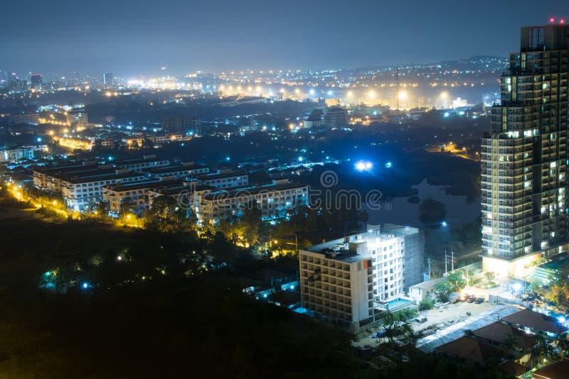 Scape de la ciudad de Pattaya en la noche fotos de archivo