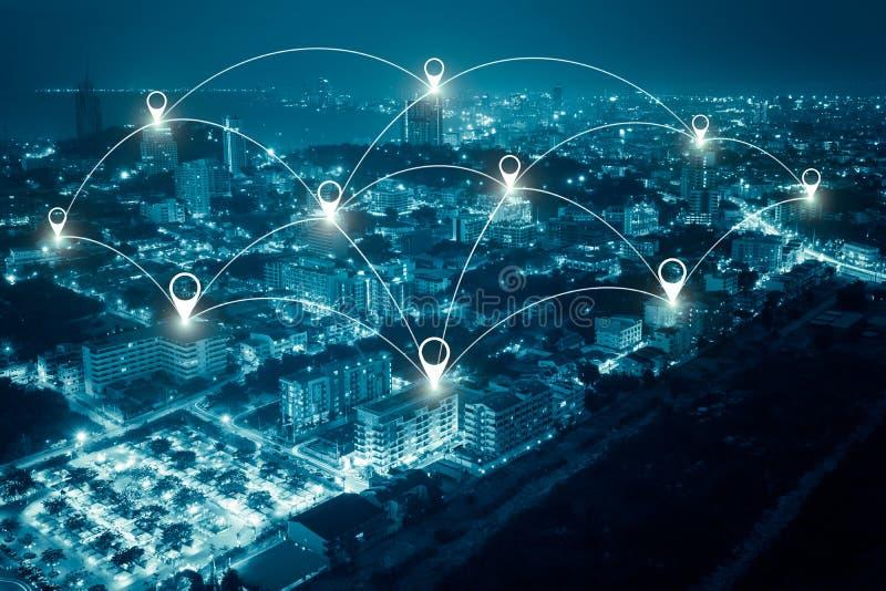 Scape de la ciudad y concepto de la conexión de red foto de archivo