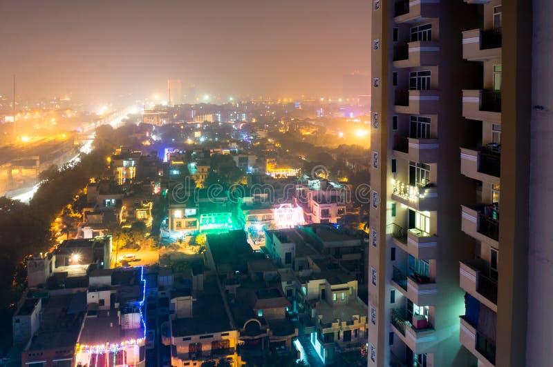 Scape de ville de Noida avec les lumières colorées sur Diwali photo libre de droits