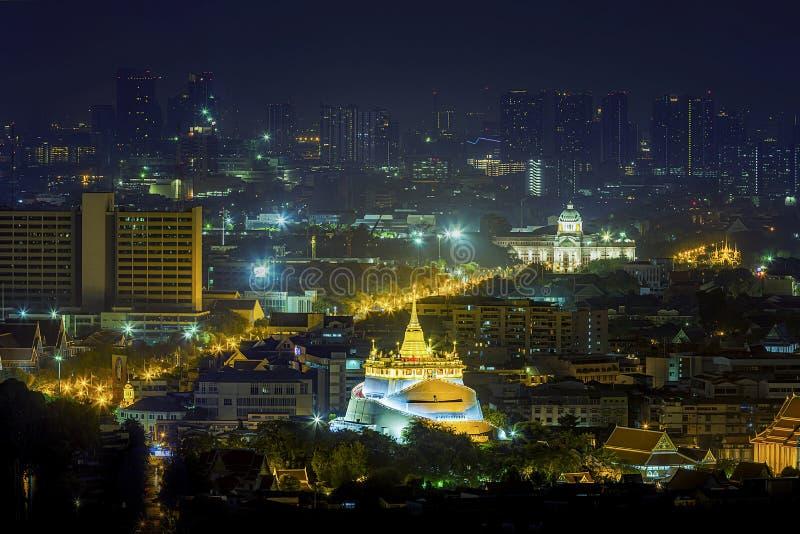 Scape de ville, montagne d'or de Bangkok et la maison de Hall White de trône d'Ananta Samakhom Wat Saket Ratcha Wora Maha Wihan p photo libre de droits