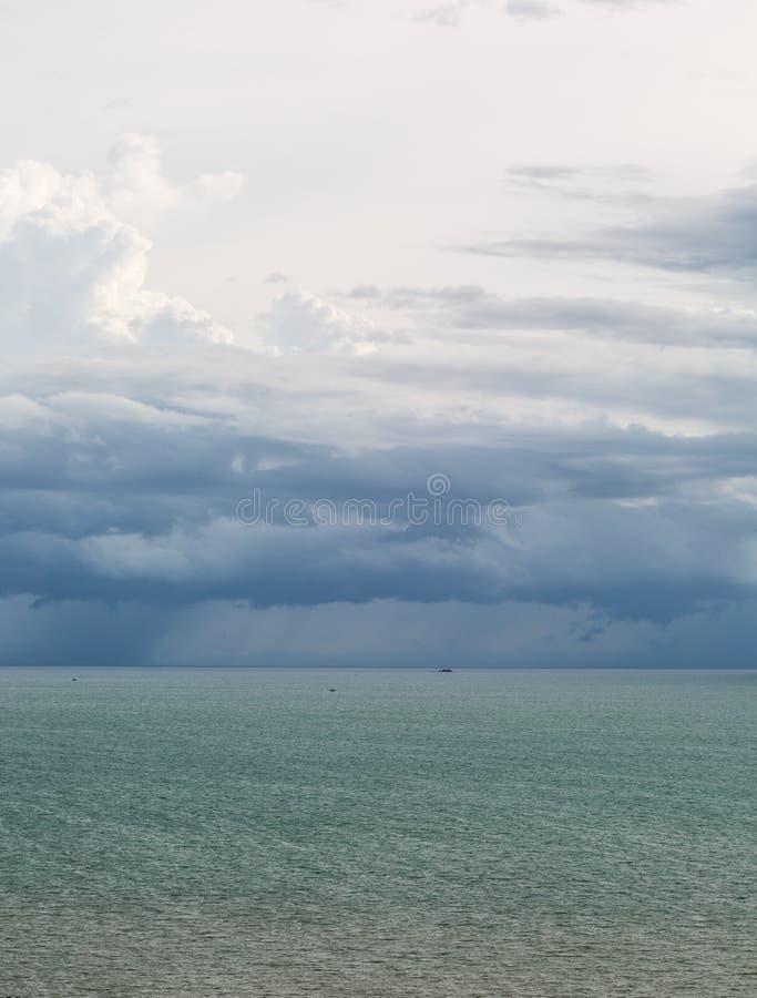 Scape del mare con rainny immagine stock