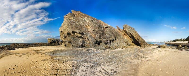 Scape roccioso della sabbia & del mare fotografia stock libera da diritti