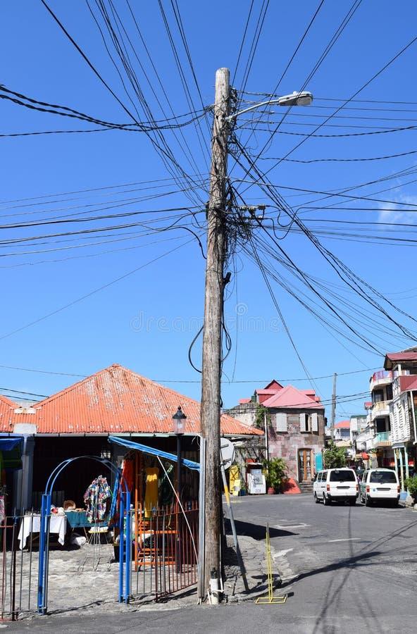 Scape típico em Roseau, a capital da rua de Domínica nas Caraíbas fotos de stock royalty free