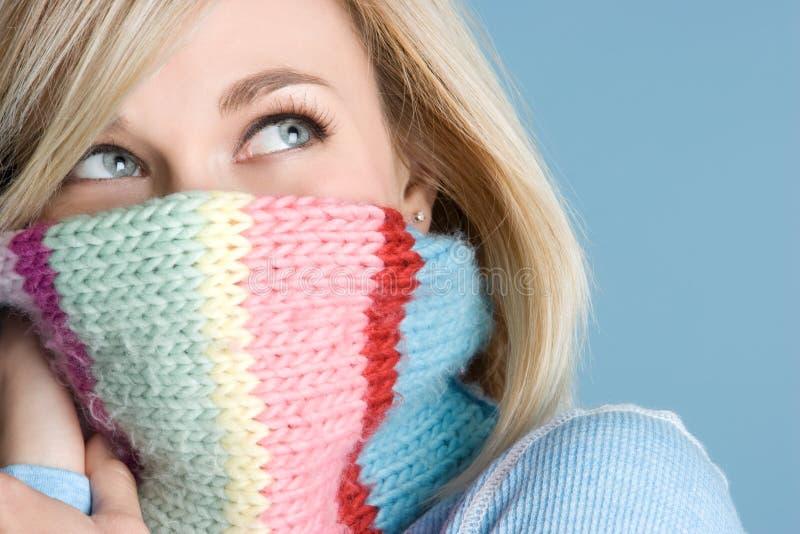 scarfvinterkvinna fotografering för bildbyråer