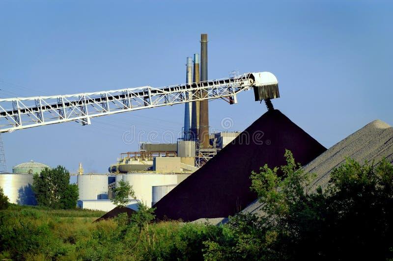Scarichi la pianta elettrica del carbone immagini stock libere da diritti