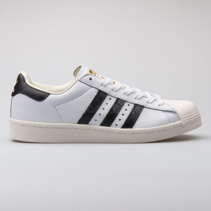 Scarpa da tennis bianca del superstar di Adidas immagine stock