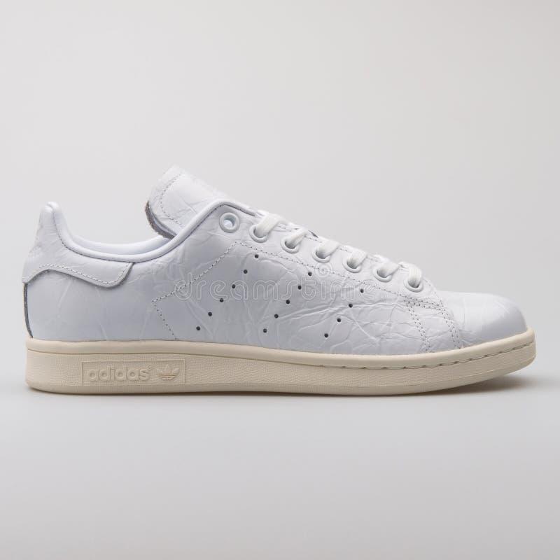 Scarpa da tennis bianca di Adidas Stan Smith immagine stock