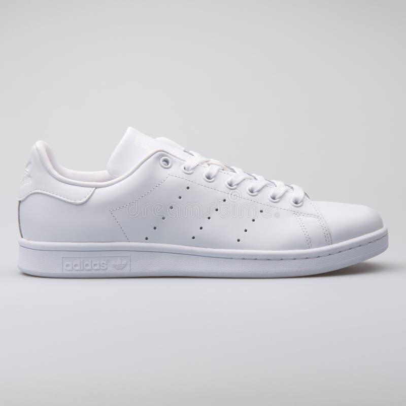 Scarpa da tennis bianca di Adidas Stan Smith immagini stock