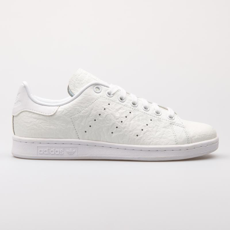 Scarpa da tennis bianca di Adidas Stan Smith fotografia stock