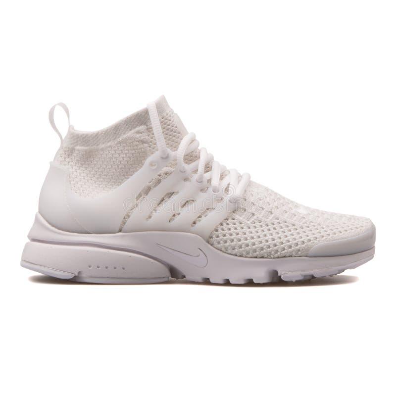 Scarpa da tennis bianca di Nike Air Presto Flyknit Ultra fotografia stock libera da diritti