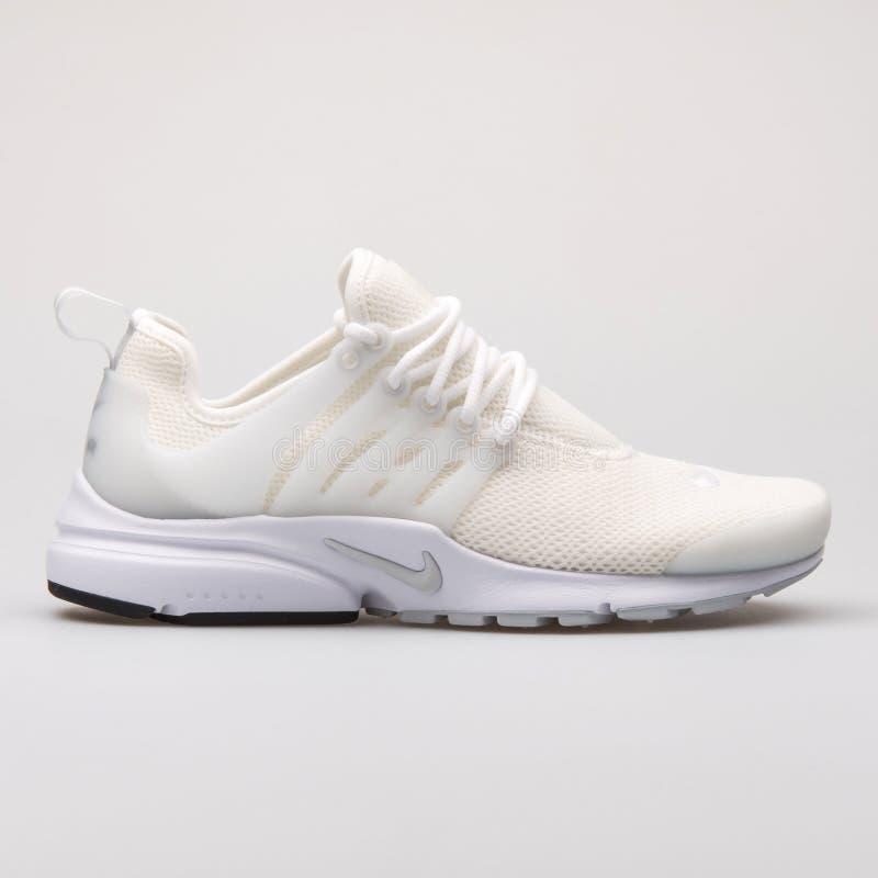 Scarpa da tennis bianca di Nike Air Presto fotografie stock libere da diritti