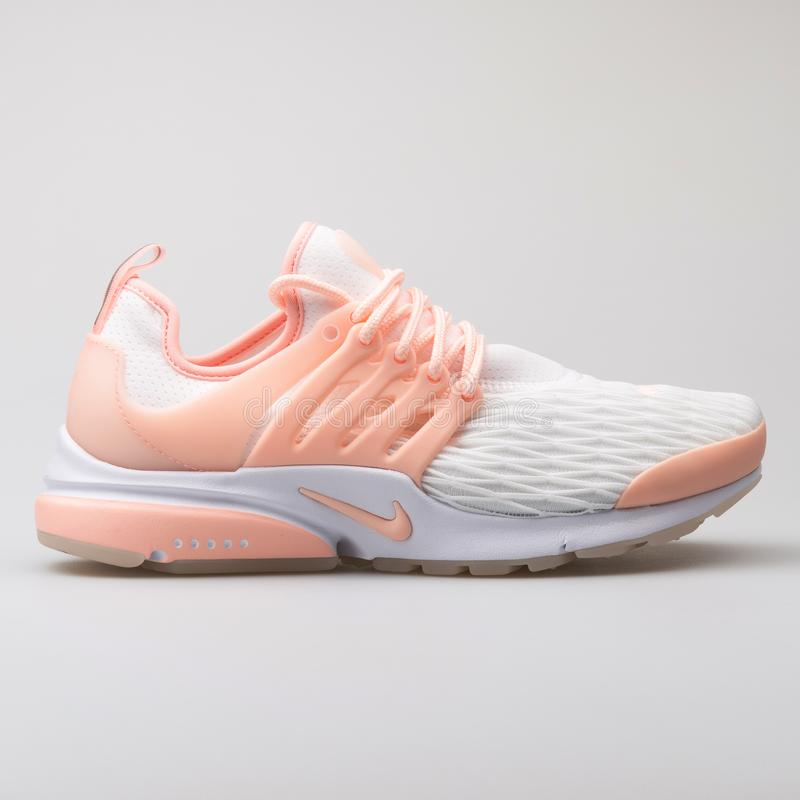 Scarpa da tennis bianca di rosa di Nike Air Presto Premium e fotografia stock libera da diritti