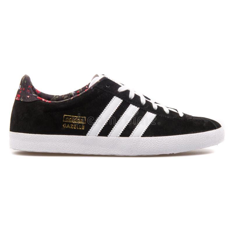 Scarpa da tennis in bianco e nero della gazzella OG di Adidas immagini stock