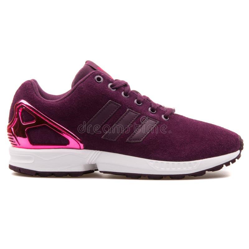 Scarpa da tennis del Merlot di cambiamento continuo di Adidas ZX immagini stock libere da diritti