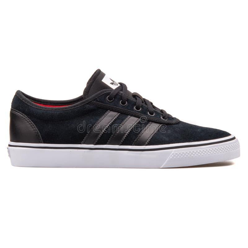 Scarpa da tennis del nero di Adidas Adi Ease immagini stock libere da diritti