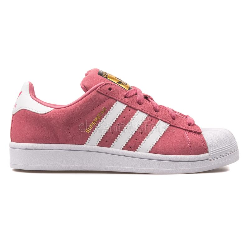 Scarpa da tennis di rosa del superstar di Adidas immagini stock