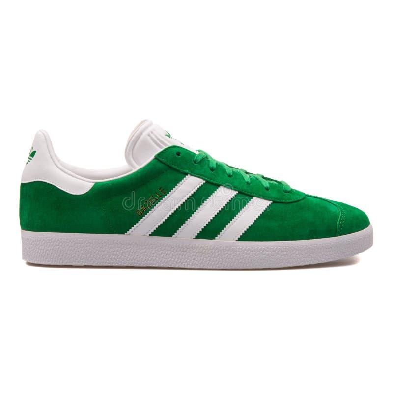 Scarpa da tennis di verde della gazzella di Adidas immagini stock