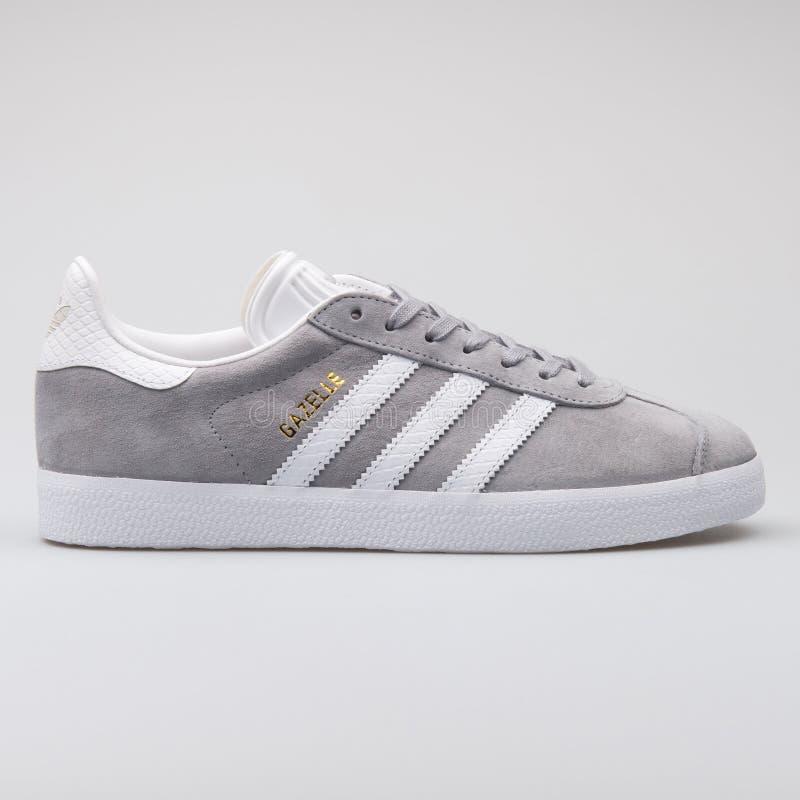 Scarpa da tennis grigia della gazzella di Adidas fotografie stock libere da diritti