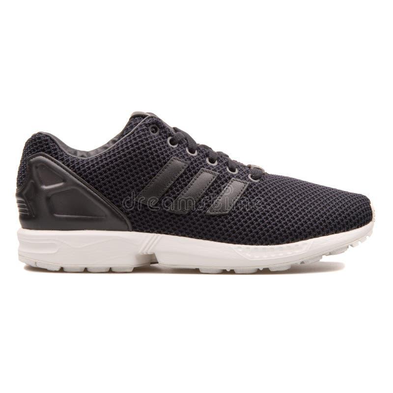 Scarpa da tennis nera di cambiamento continuo di Adidas ZX immagine stock